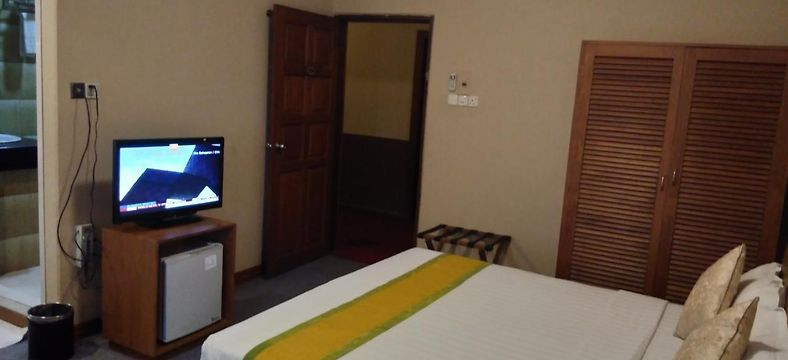 KYI TIN HOTEL, MANDALAY ***